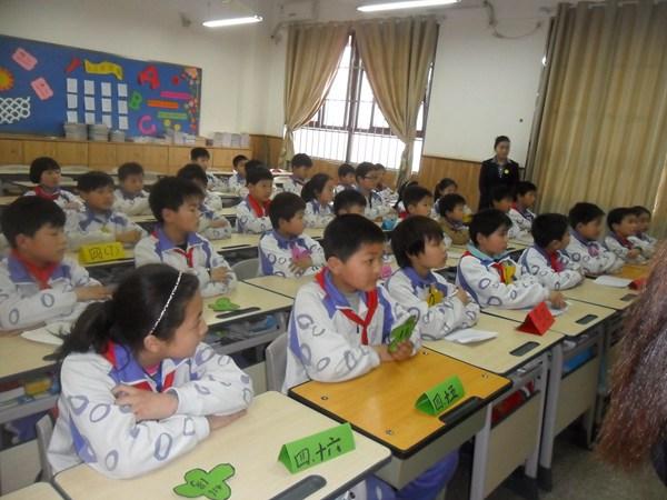 """四年级的孩子在""""巧移火柴棒""""的活动中感受数学的魅力-数学好玩"""